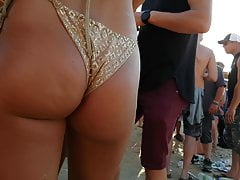 Candid Hot Jiggly Pawg in Gold !! pt3