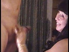 Linda se branle le vieux mans cock