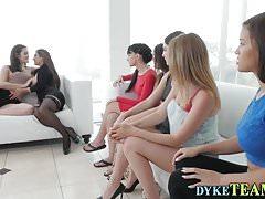 Lesbijski palec orgii nastolatków