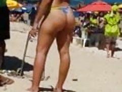 gorący brazylijski tyłek na plaży 44 2015