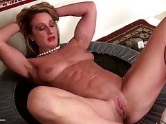 Forte mamma matura muscolare con figa stretta