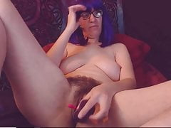 Celeste matura avendo orgasmi nella sua figa pelosa