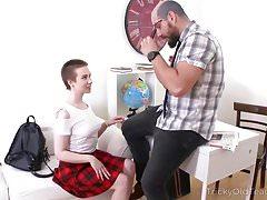 Tricky Old Teacher - Überprüfung ihrer sexuellen Fähigkeiten