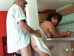 Chubby giovane arabo francese scopata dal vecchio Papy Voyeur