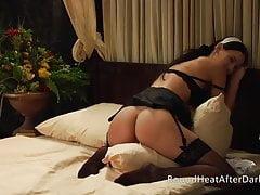 Le conte du servante: plantureuse lesbienne maid oreiller sauter