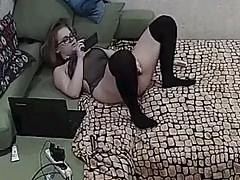 ela joga sua própria buceta 2
