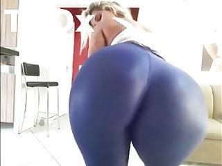Big Tits Big Ass Milf video: Rabuda gostosa com bunda muito grande se exibindo