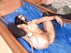 Süße asiatische BDSM-Folter