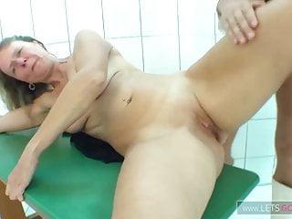 Amateur Hardcore Milf video: Alte Mature Fickschnitte bekommt es richtig hart