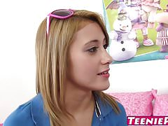 Mladý Latina Marina Angel má obrovskou zátěž