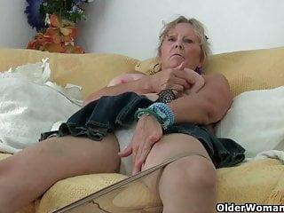 奶奶自慰大山雀,手指性交