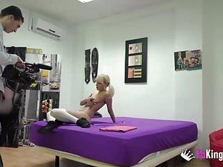 porno zadarmo - Our new intern has a sex surprise!