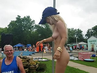 Softcore Outdoor Party video: Tiny stripper at Nudes a Poppin 2019