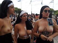 Manifestants argentins seins nus (tetazo)