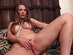Dojrzała matka o niesamowitym seksownym ciele