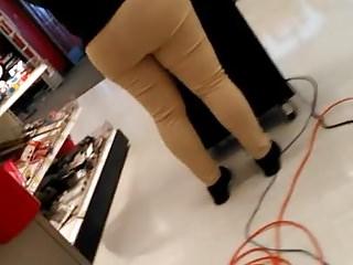 Closeups Hidden Cams porno: Phat booty meat security at Target