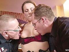 MILF ALLEMANDE SEDUCE MILF MILF baise dans le grand trio de Dick