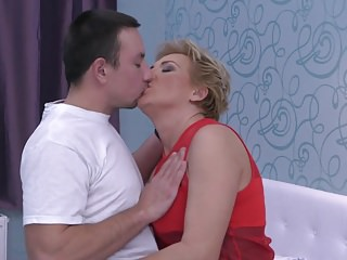 Milfs Amateur Oldyoung video: Taboo sex with hot aunt and lucky young son