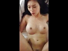 Asiática con grandes tetas follada