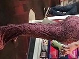 Pregnant teen ass in pattern leggings