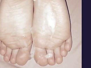 Foot Fetish Footjob Cumshot video: Cum on her soles