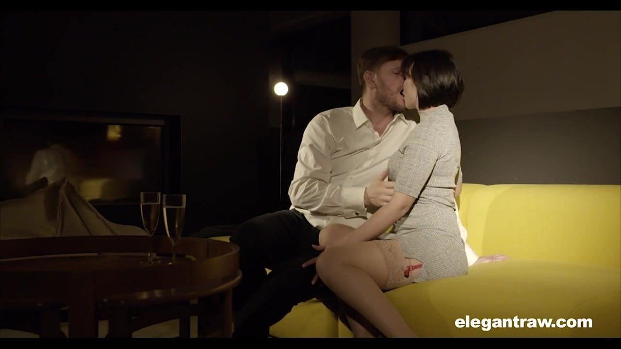 Лесбиянки секс в троем видео онлайн