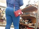 Nice ghetto Smurf Booty in leggings