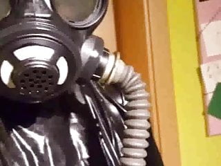 Amateur Hardcore Bdsm video: Saturday in Rubber with gasmask