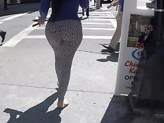 OMG!!!!!! Tight Leggings in street.