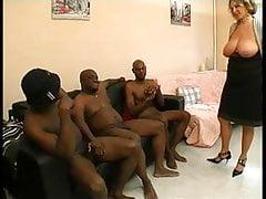 Ein französischer reifer Mann namens Lou wird von schwarzen Schwänzen durchgeknallt