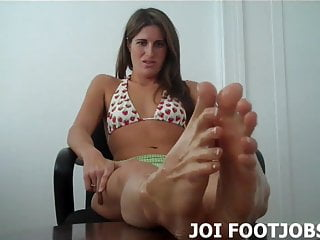Femdom Foot Fetish Footjob video: Oil up my feet so I can give you a footjob JOI