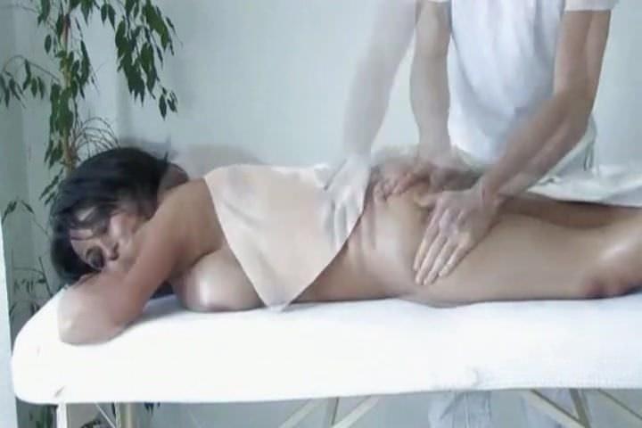 Лесбийское порно со страпоном в анал