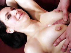 FakeShooting - Chérie aux gros seins timide baise sur un faux casting