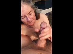 La nonna ingoia tutto