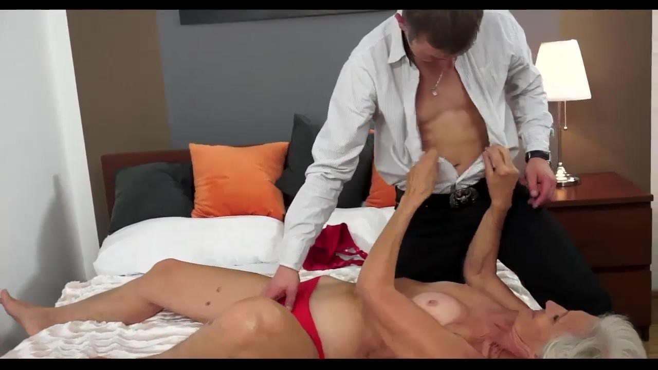 Порно старой и молодой лесбиянки