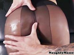 Vollbusige Strümpfe Babe bei der Massage