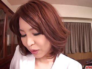 丰满的Erika Nishino梦幻般的POV玩年轻的公鸡