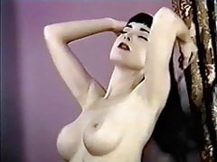 TEESE Z PASKIEM - striptiz z pięknem retro glamour