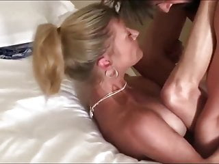 Amateur Big Tits porno: Naughty MILF Cougar with Young Neighbor On Vacation in USA