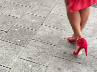 Foot Fetish Footjob Milf video: Sexy milf mature high heels legs candid