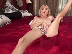 Dünne Oma will anal und vaginalen Sex