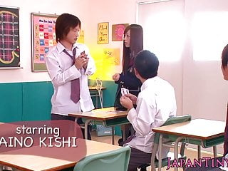 娇小的日本女学生pov手淫并且吮吸公鸡