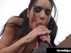 Rome Major & sein großer schwarzer Schwanz von Tia Cyrus geblasen