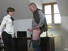 VIEILLE HOMME DICK HOMMES SEDUENT SKINNY TEEN à Baiser dans Office