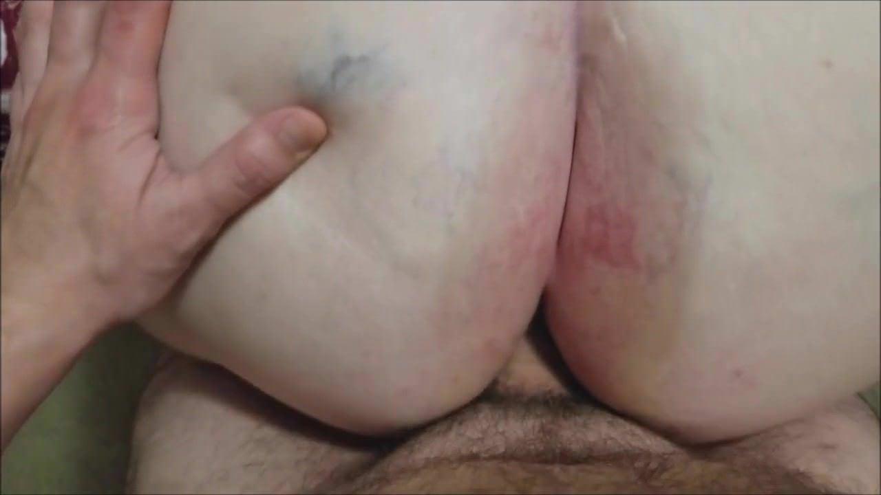Русская девушка мастурбирует волосатую писю