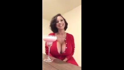 Сквирт лесби в ванне видео