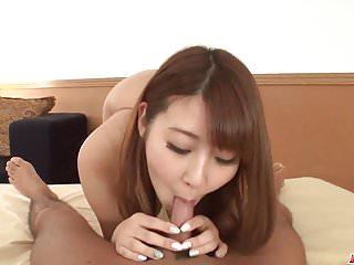 Kititawa Hitomi使用山雀和嘴來刺激陰莖