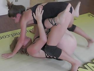 Brunette Redhead porno: Lilith vs Callisto S18!  Real Female Competitive Wrestling!