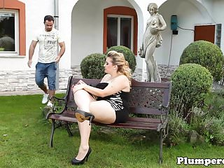 Face Sitting Outdoor Guy video: Real plumper dominates guy outdoors