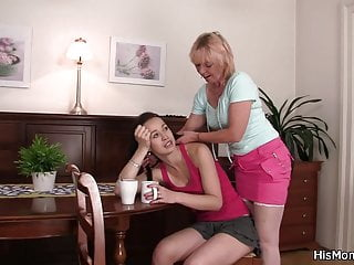 Teen Blonde Lesbian video: Blonde mom banging ponytailed teen with vibro
